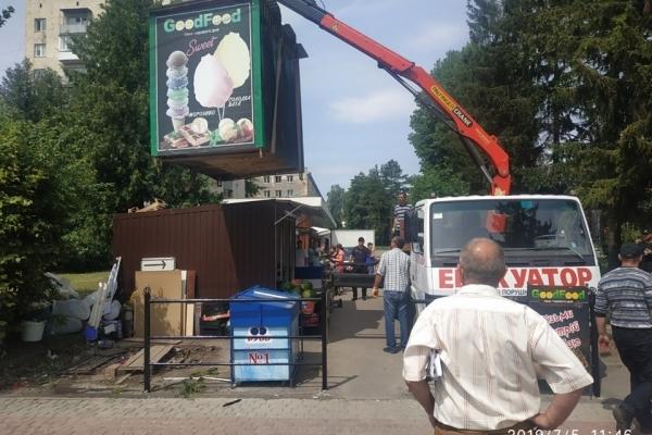 У Тернополі демонтують незаконні кіоски