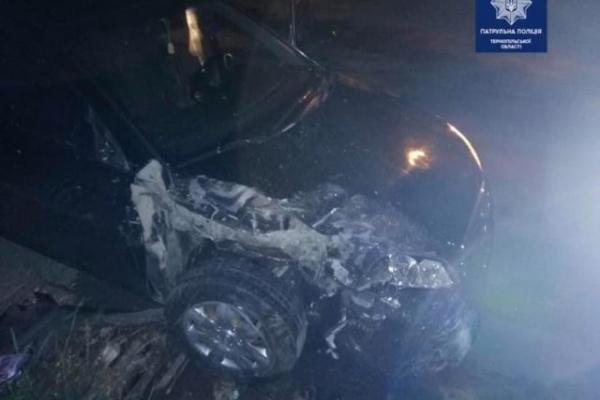 У Тернополі п'яний водій розтрощив припарковане авто