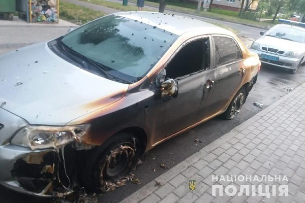 У Тернополі через пожежу сміття спалахнули три автомобілі