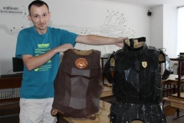 Викладач інформатики з Тернопільщини створює унікальні макети з паперу