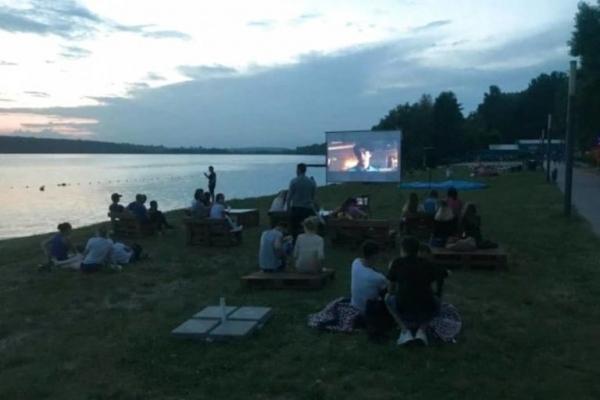 Тернополяни мають можливість подивитись кіно просто неба