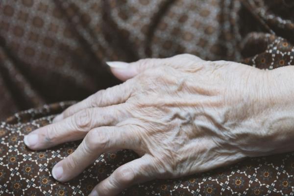 У Лановецькому районі 88-річну бабусю знайшли мертвою на кладовищі