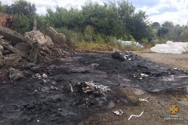 На Тернопільщині зловмисники підпалили тару з невідомою хімічною речовиною