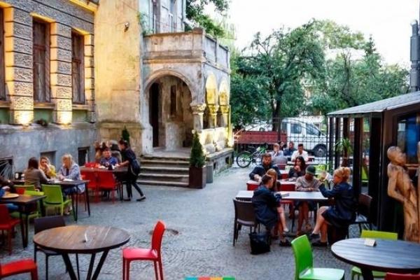 «Італійський, венеціанський» дворик, затишна родзинка Тернополя - потребує ремонту