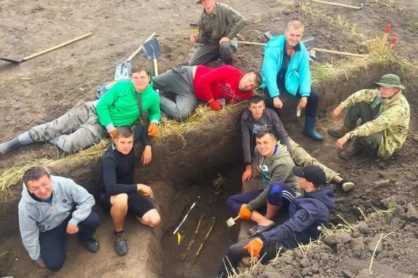 Тернопільські студенти розкопали унікальне поховання епохи бронзи