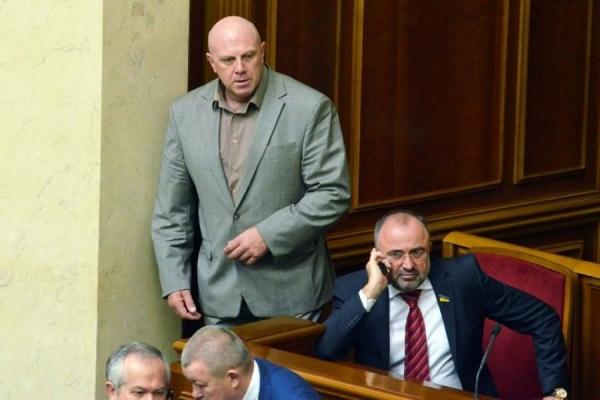 Ігор Побер наступає на п'яти двом лідерам парламентської гонки