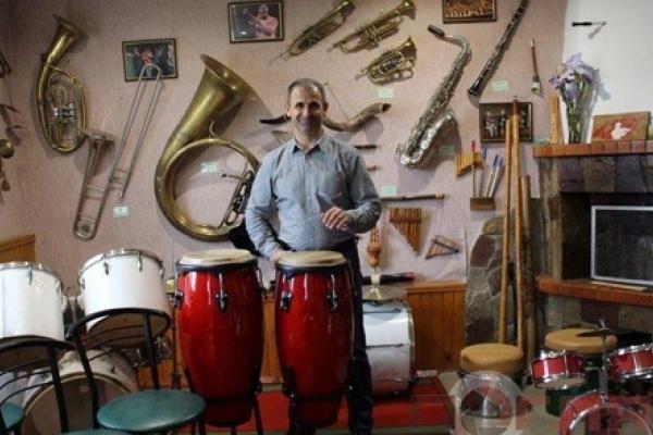 У селі Ішків на Тернопільщині діє унікальний інтерактивний музей музичних інструментів