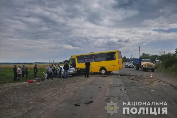 Біля Козови не розминулися рейсовий автобус з іномаркою