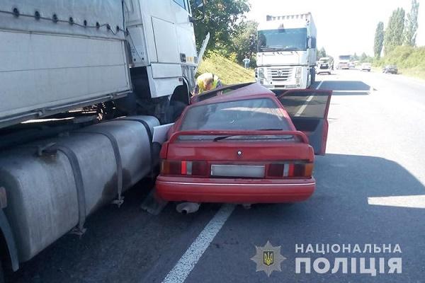 У Збаразькому районі не розминулись іномарка і вантажівка