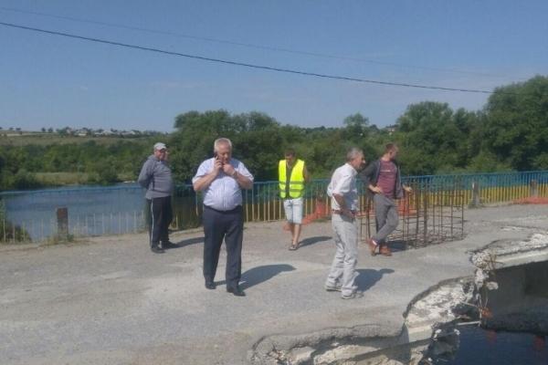 Пообіцяв - зробив! Володимир Іванишин домігся відновлення ремонту мосту у Лисівцях