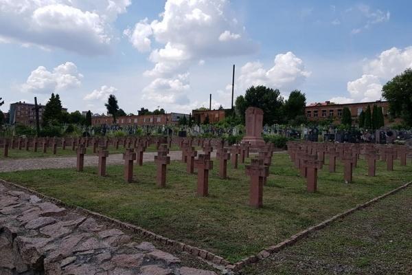 На Тернопільщині упорядковують польські могили