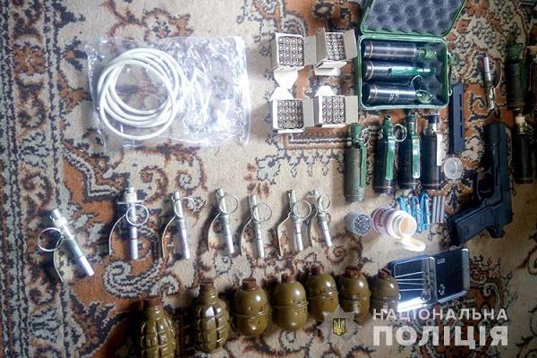 Житель Збаража тримав у себе на дачі арсенал зброї