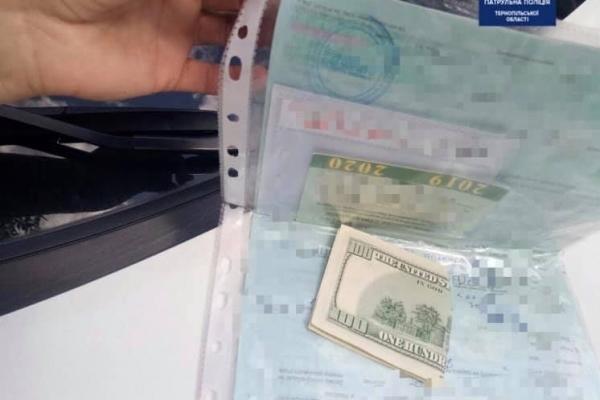 На Тернопільщині п'яний водій намагався відкупитися від патрульних