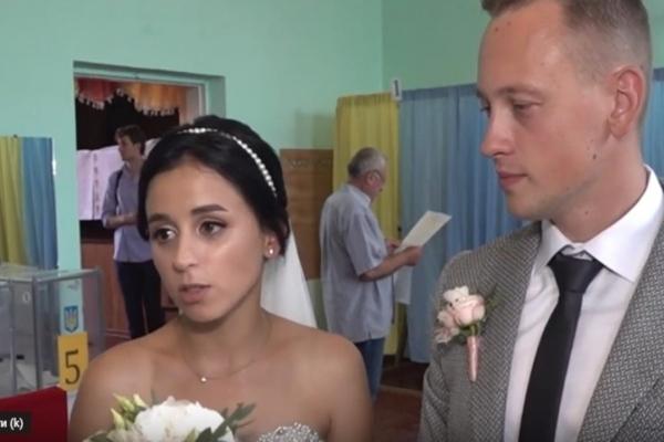 Молодята в Кутківцях голосували в день весілля