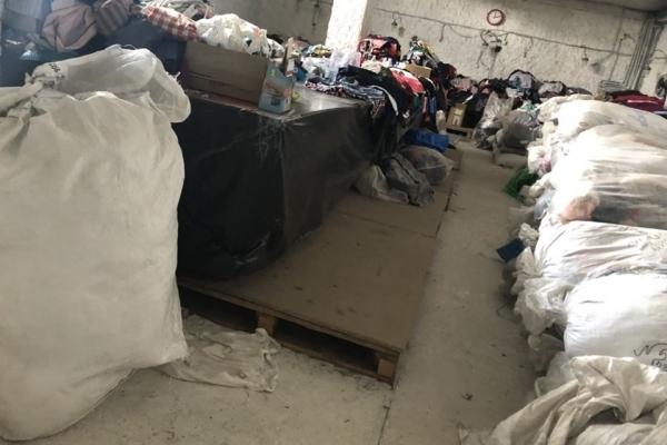 У Тернополі, ліквідували підпільний секонд-хенд (фото)