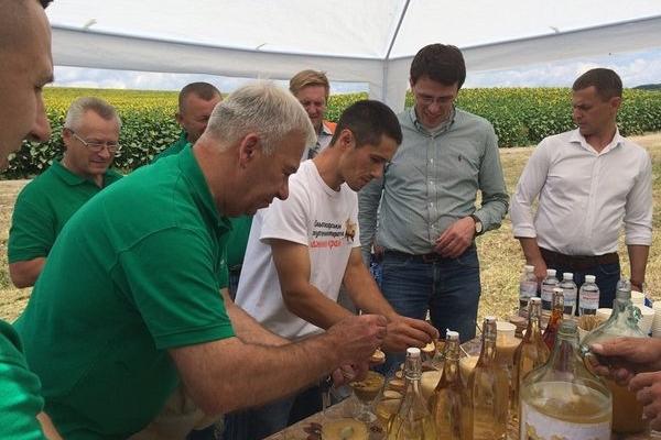 Бджолярі Підгаєччини частували європейців своєю продукцією