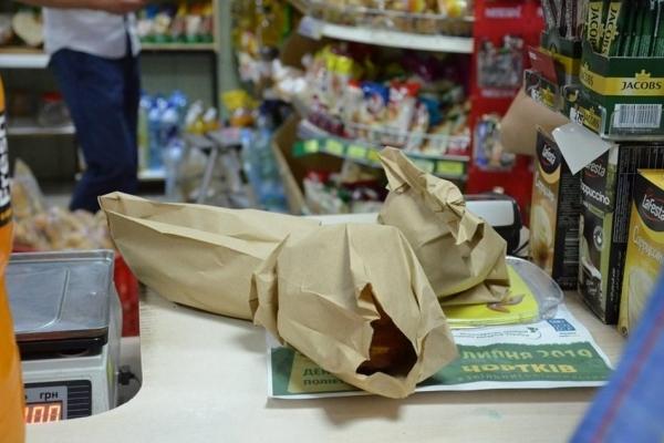 На Тернопільщині власників магазинів закликають зменшити використання поліетилену
