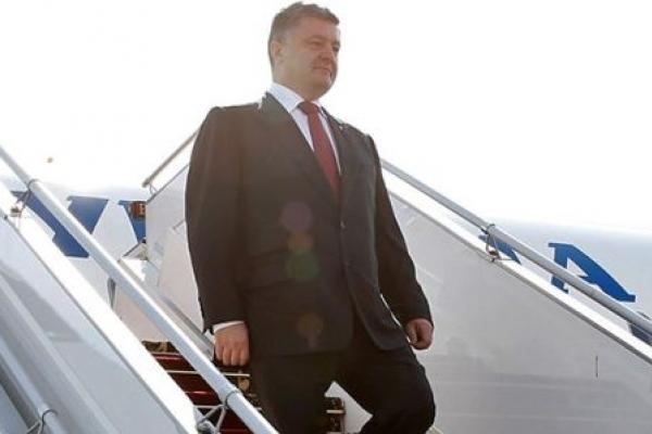 Порошенко відмовився від охорони і полетів з України