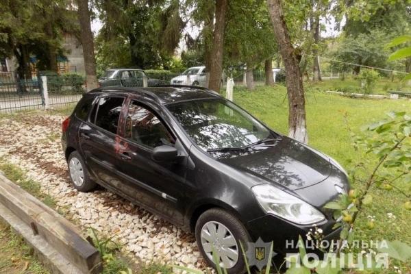 У Тернополі за ніч пошкодили дві автівки