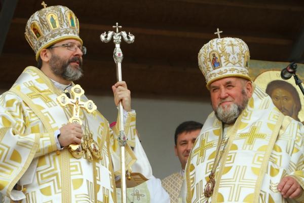 Блаженніший Святослав нагородив Патріаршою грамотою владику Василя Семенюка