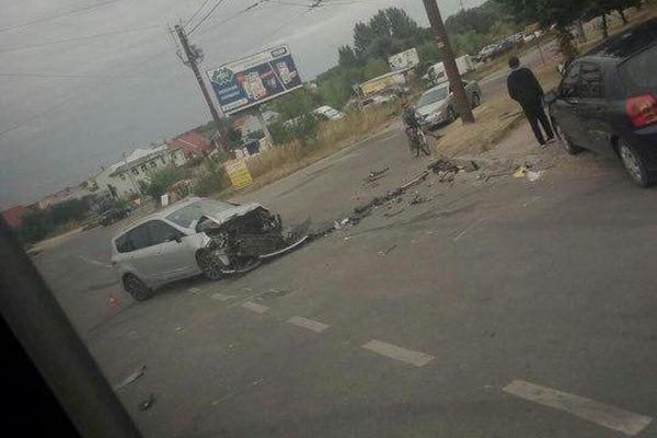 Біля «Подолян» у Тернополі лоб в лоб зіткнулися дві автівки