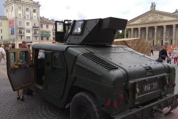 У Тернополі демонстрували озброєння «крилатої піхоти»
