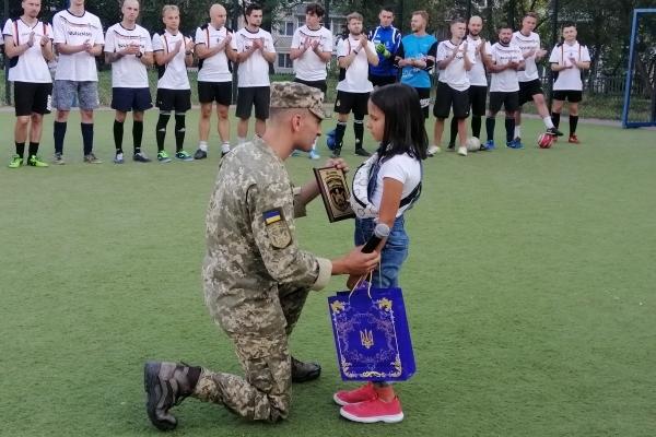 «Нехай це товариська гра, але це на честь героя України» — демонструють тернополяни
