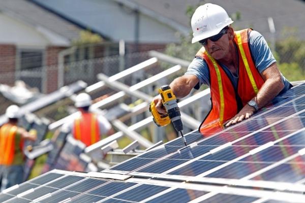 Зеленський підписав закон про «зелений тариф» для домашніх електростанцій