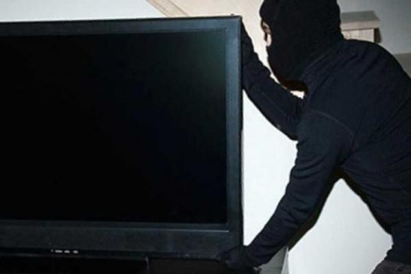 Квартиранти винесли з орендованої квартири телевізор