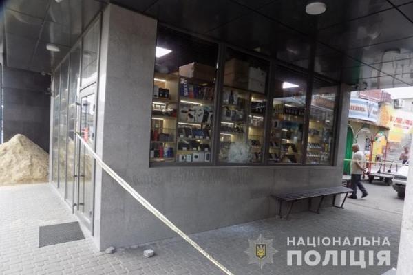 Поки охоронець пив каву, злодій викрав з магазину 12 мобілок