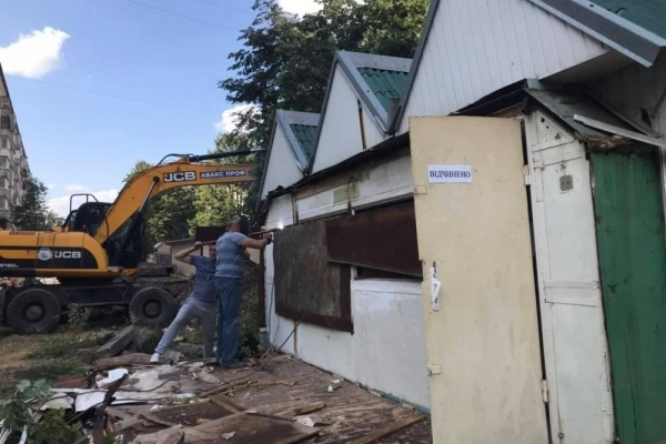 У Тернополі продовжують зносити рундуки