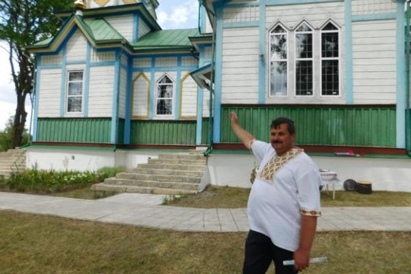 На Шумщині на даху дзвіниці знайшли вхід у криївку