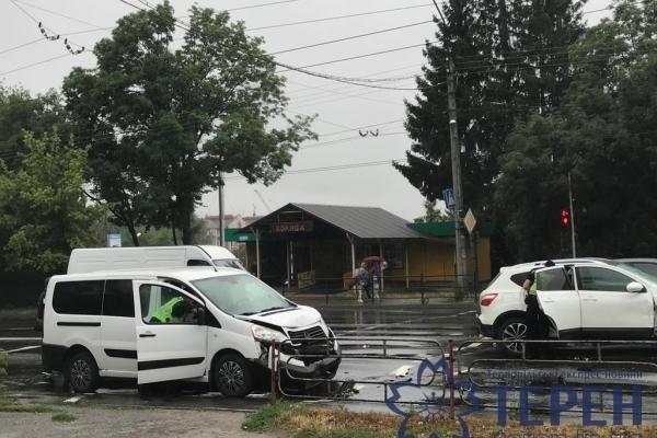 У Тернополі на Микулинецькій сталася потрійна ДТП (Фото)