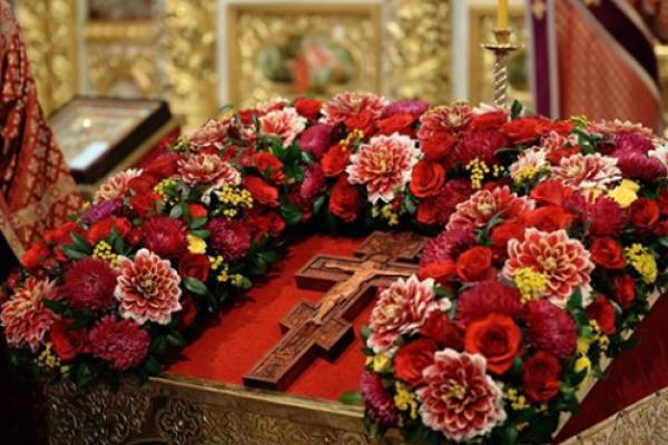 Сьогодні, 14 серпня - Винесення чесних древ животворчого Хреста Господнього