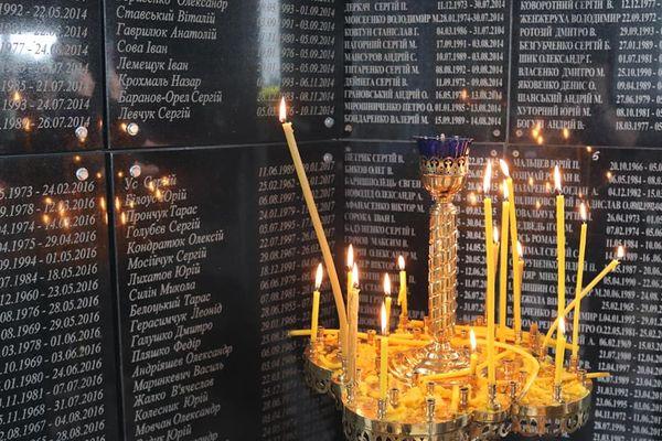 На Тернопільщині в єдиній на всю Україну каплиці-пантеоні вшанували пам'ять героїв