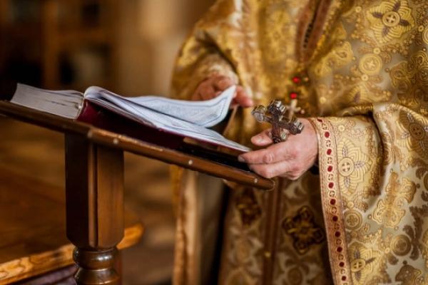 Колишній засуджений вкрав телефон у священика під час Богослужіння