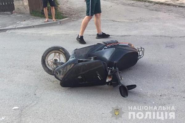 У Чорткові скутер врізався в «Жигулі»