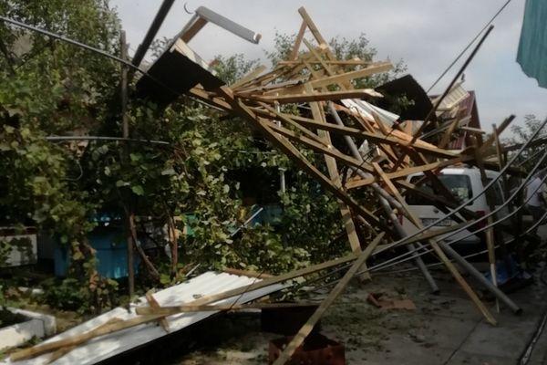 Пошкоджені покрівлі, повалені дерева – наслідки негоди