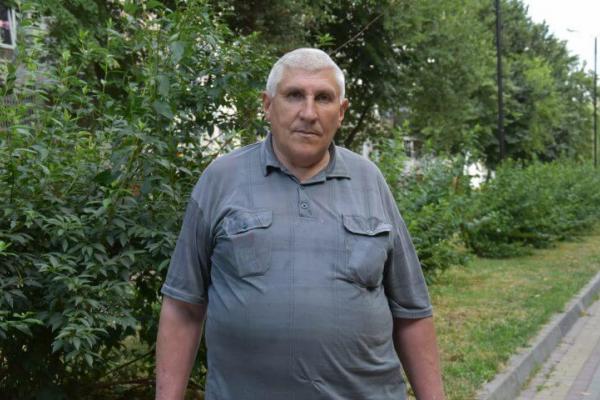 Пенсіонера оштрафували за те, що розчистив алею у Тернополі