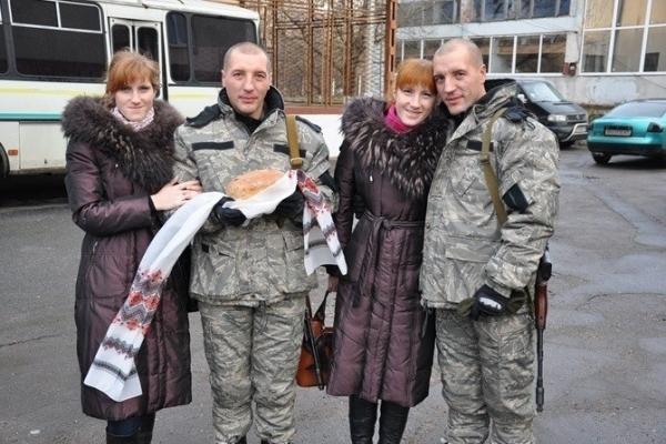 Історія, як сестри-близнючки разом із чоловіками-близнюками з Тернополя пішли на війну