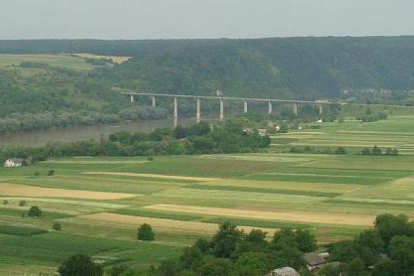 На Устечківському мості через Дністер може трапитися нещастя