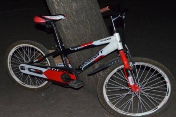 Діти за кермом. У Гусятинському районі 11-річна велосипедистка в'їхала у скутер