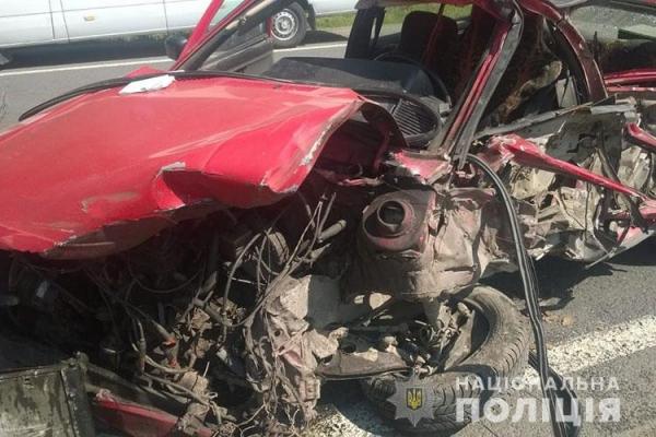 Смертельна ДТП біля Тернополя: водій, який вчинив потрійню аварію, помер по дорозі в лікарню