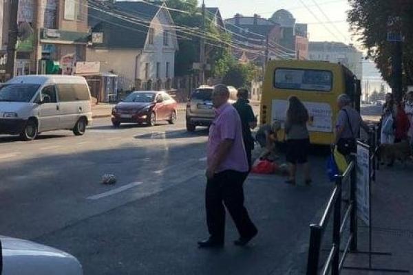 У Тернополі автомобіль наїхав на дівчину