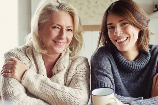 Як зрозуміти, що мама має нездоровий вплив на ваше життя