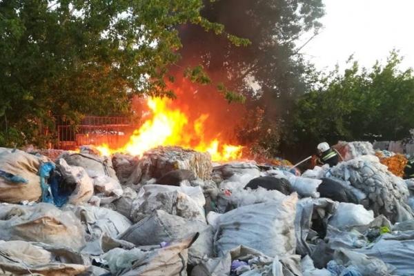 На Тернопільщині вогнеборці тричі намагались погасити горіле сміття