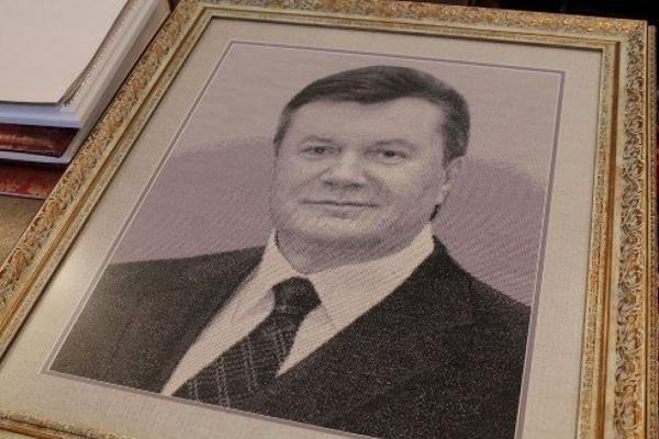 Ексрегіонал, ініціатор акції з вишиванням портрету Януковича став офіційним претендентом на посаду голови Тернопільської ОДА