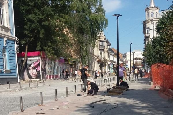 Завершують капітальний ремонт вулиці Чорновола у Тернополі (Фоторепортаж)