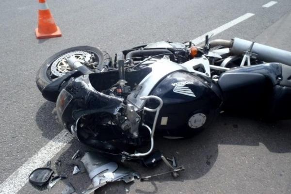 На 20-річного водія мотоцикла наїхала автівка