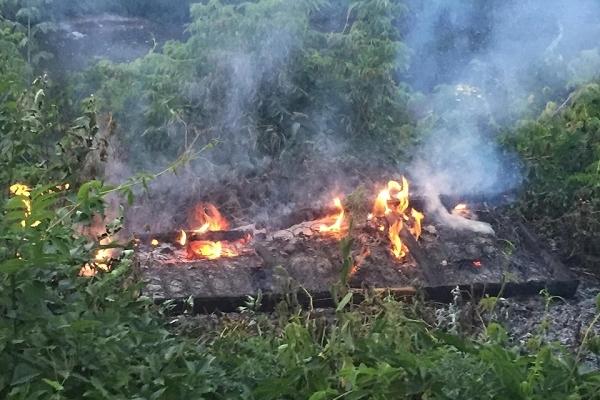 У самому центрі Бучача посеред вулиці спалили матрац